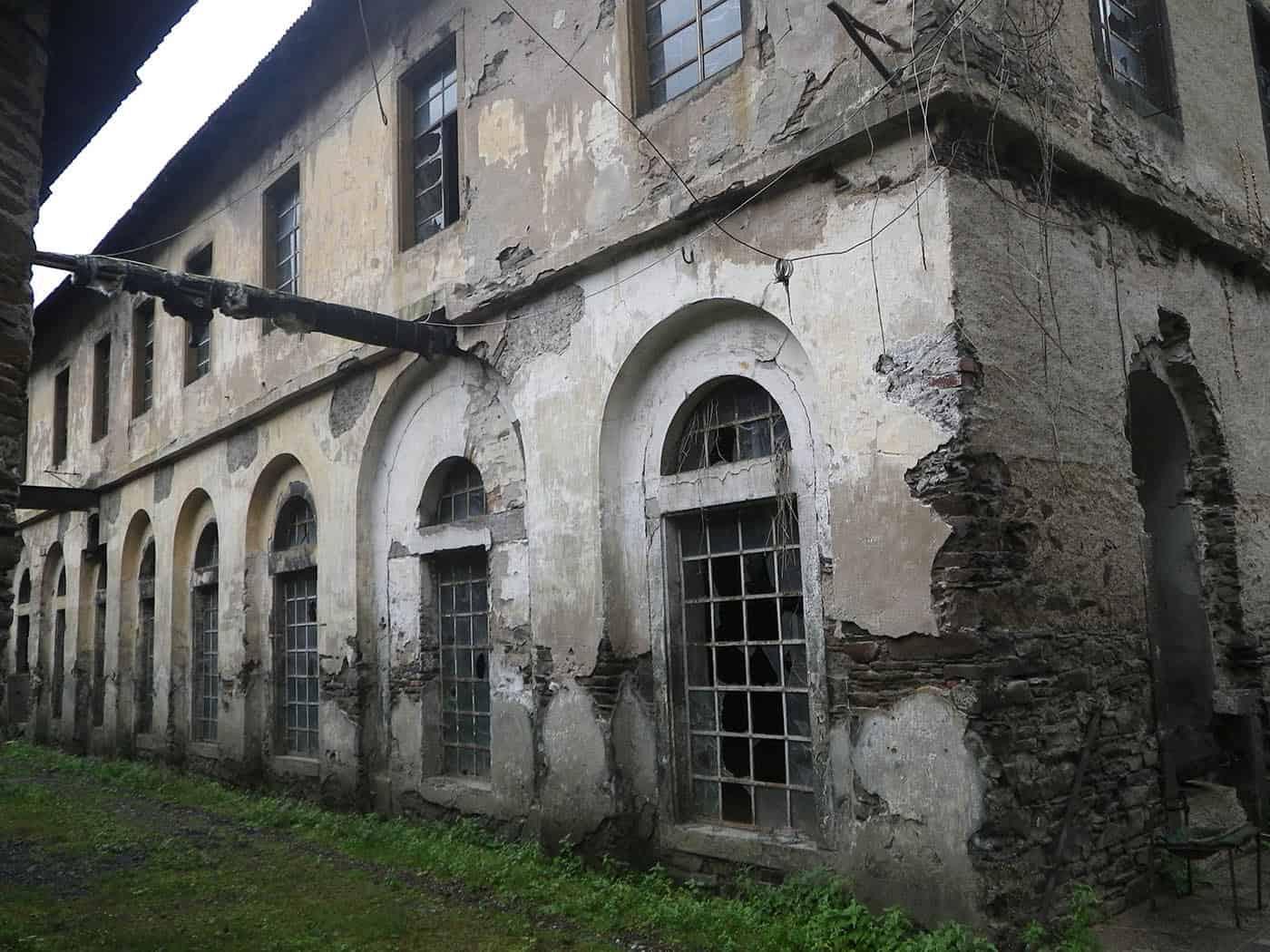 Abbildung: Die alte Fassade der alten Wollfabrik in Moselkern